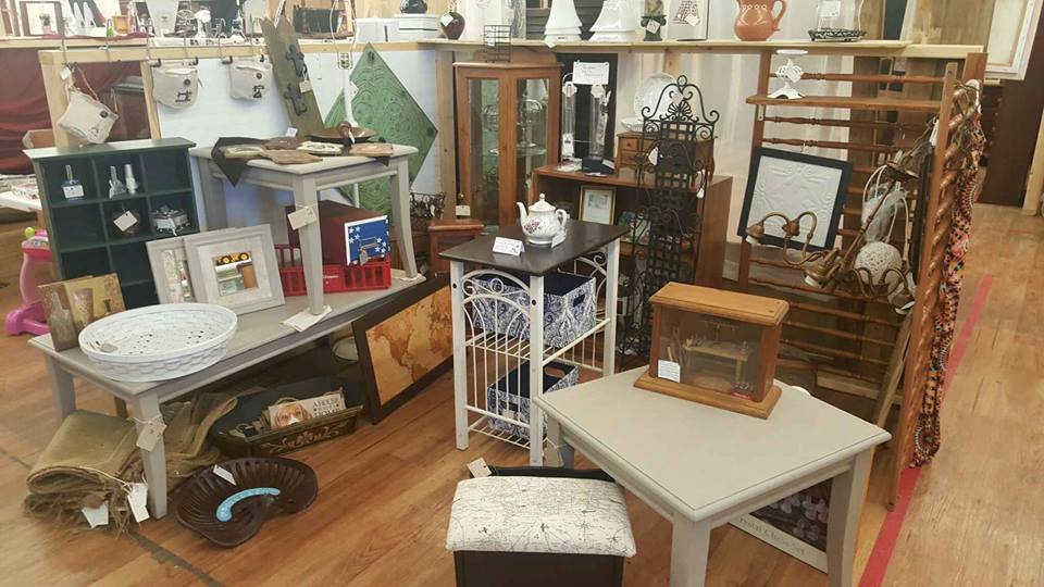 Consignment booths expanded - Barrettu0026#39;s Antiques/Collectible Market - The New Internet Cafe ...