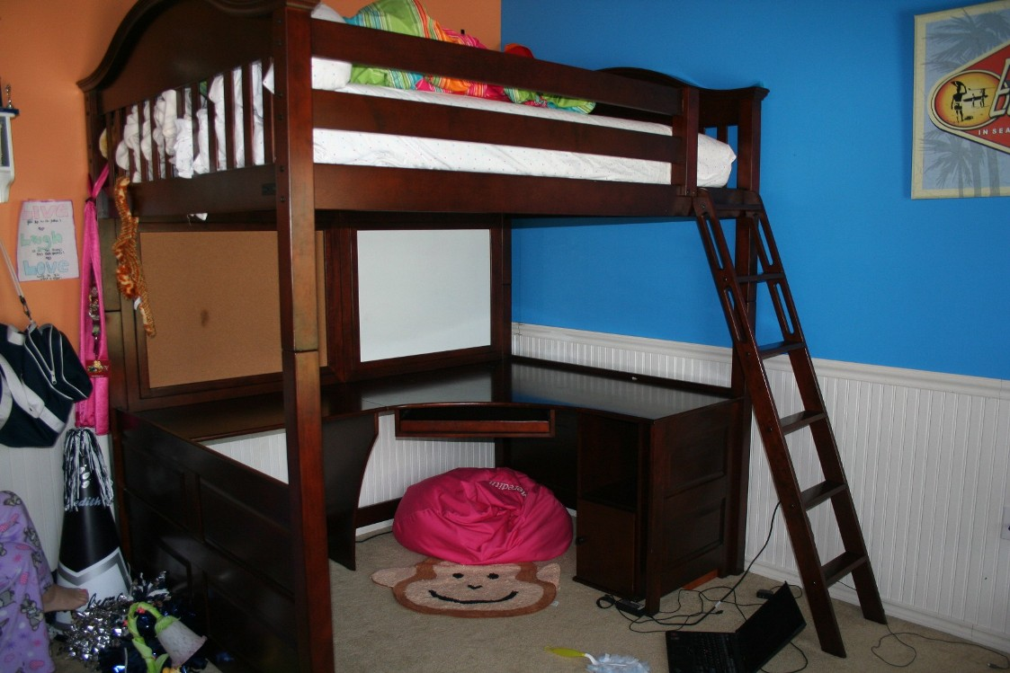 to bunk how bed a beds build desk hgtv rooms design bedrooms loft underneath with