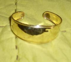 Attached Image: gold.bracelet.jpg