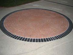 Driveway with circular brick pattern