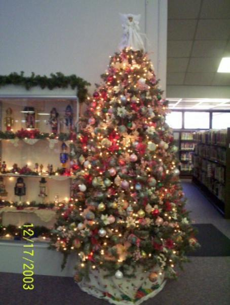 Christmas tree at Paulding Library